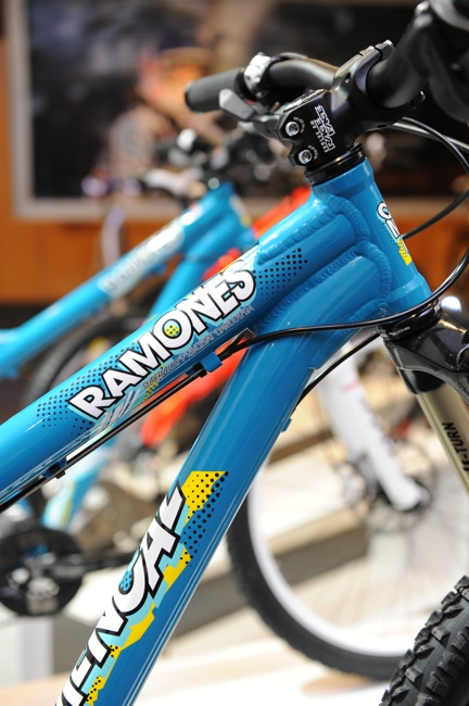 Ramones - curvy down tube and stout head tube.