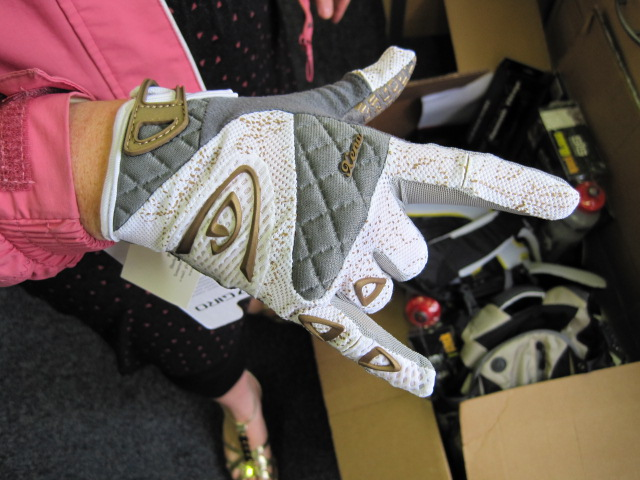 Giro ladies glove. Modeled by a lady.