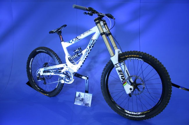 G Atherton's DH bike, all Saint, including the wheels.