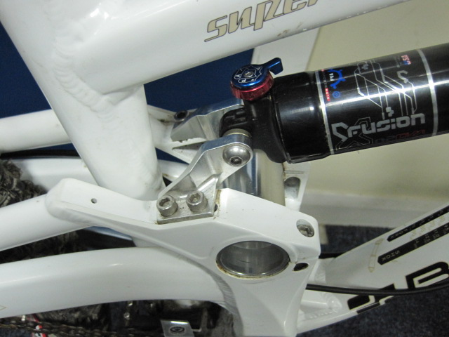 By moving the position of the rear shock swingarm mount (silver) you can change the BB height and geometry parameters.